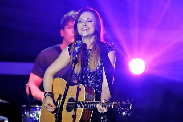 Amy macdonald on stage smiling