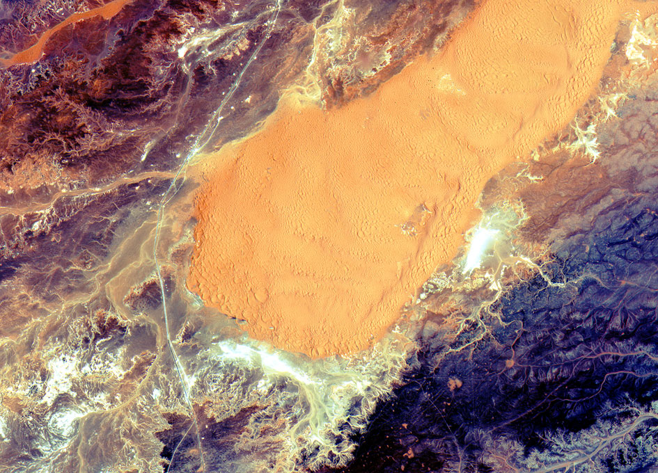 earth_from_space_Central_Algeria_071015_945